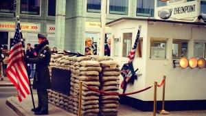 B de Berín: Checkpoint Charlie yasminetrulley.com